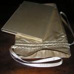 Festskrift. Tilrettelægning og opsætning af ssats. Udstyret som indbunden bog ilagt pose og kassettebox