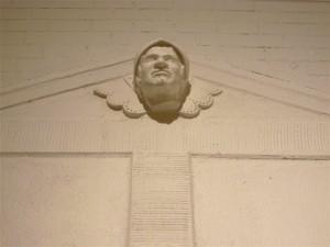 Kabinet- med portræt figur over indgang