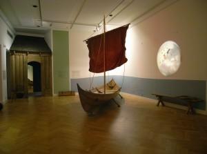 Viking-og- skib lagt til ved boplads